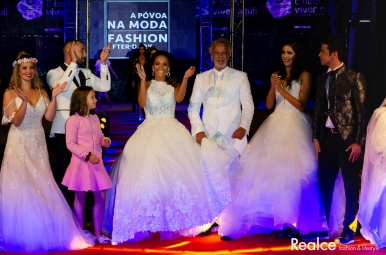 Ricardo Carriço, Pedro Barroso, Frederico Oliveira e MC Barbarela vestidos por Lazarus e Principessa